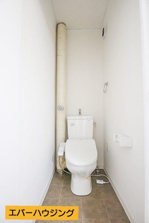 トイレはリフォームにて新調済みです。 洗浄機能付き便座です。