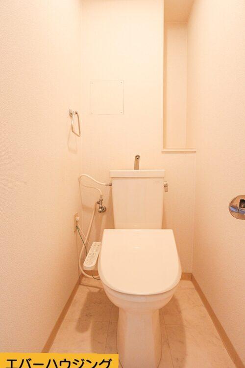 洗浄機能付きのトイレです。 当店にてリフォームも可能です。お客様に合わせたプランをご提案いたします。