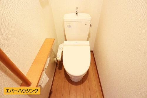 1階、2階共に洗浄機能付きトイレです。