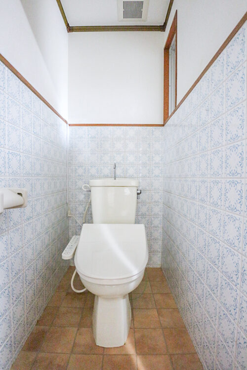 トイレは洗浄機能付き。(2021年5月16日)撮影