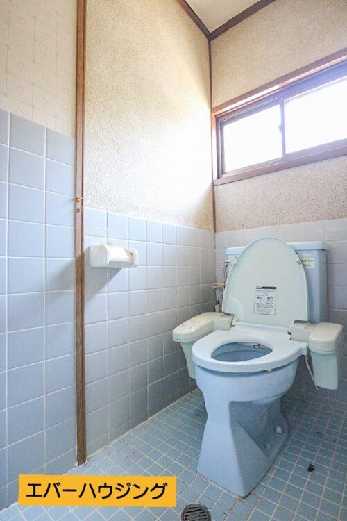 トイレです。弊社にて水回りリフォームも出来ますので、お気軽にご相談下さい。現地(2021年5月)撮影