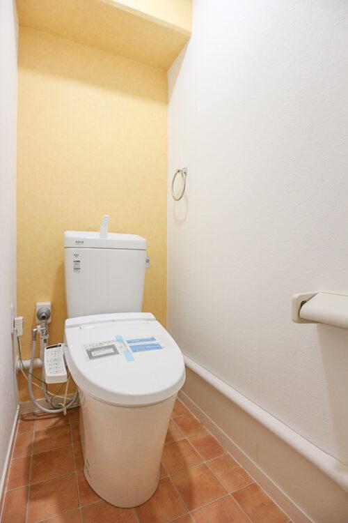 洗浄機能付きトイレ。新調済みです。現地(2021年7月)撮影