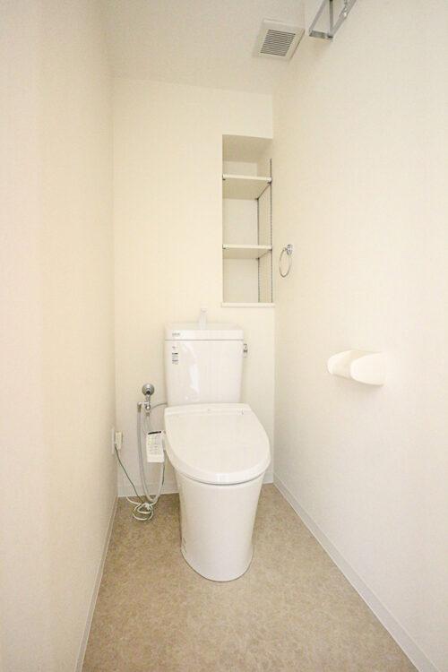 トイレスペース。洗浄機能付きトイレ新調済みです。現地(2021年9月)撮影