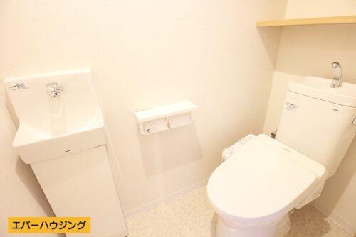 嬉しい手洗い付きのトイレです。