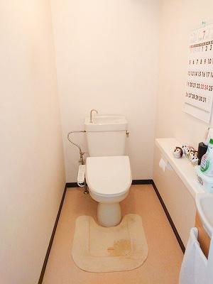 トイレは洗浄機能付き便座です。
