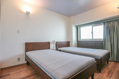 寝室です。クローゼット収納もございます。現地(2021年9月)撮影