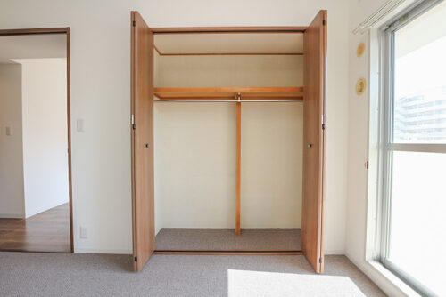 各洋室にはクローゼット収納もございます。