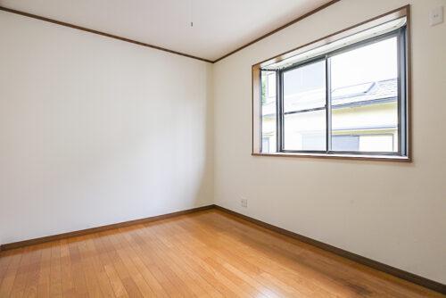 2階の洋室6帖のお部屋です。