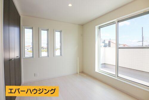 3階の洋室6帖のお部屋です。