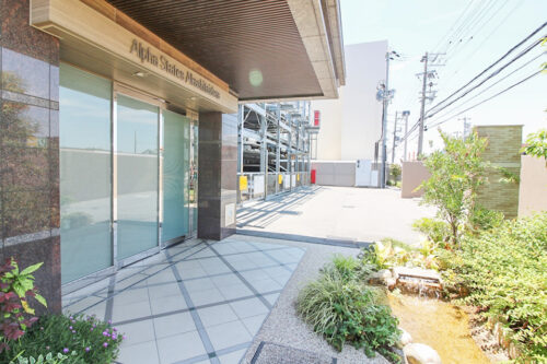 建物入口です。現地(2021年7月)撮影